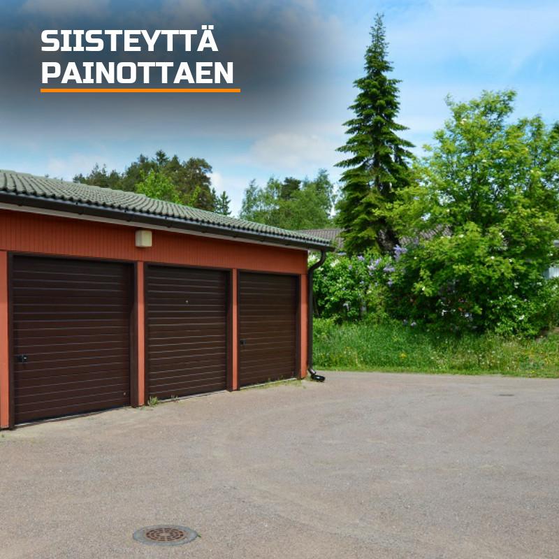 Autotallin ovet asennettuna siisteyttä painottaen. Purkujätteet viedään paikalliselle jäteasemalle. Loppusiivous jättää jälkeensä siistin pihapiirin uusilla ovilla