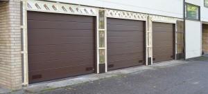 Taloyhtiön julkisivun saneeraus ja autotallin ovien vaihto.