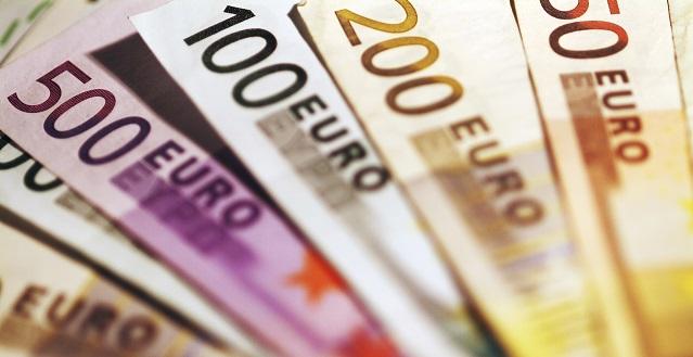 Kotitalousvähennys säästää selvää rahaa. Maksimivähennys 4800€ per talous.