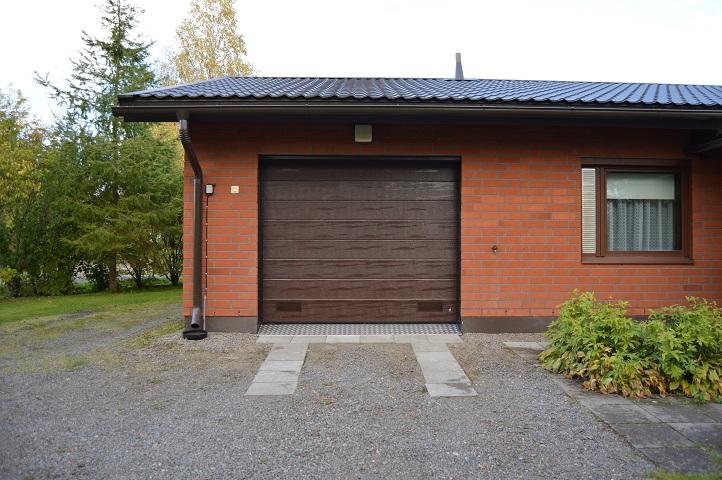 Autotallin ovien uusiminen on helppo ja nopea keino parantaa autotallisi energiatehokkuutta ja nostattaa samalla kotisi arvoa.