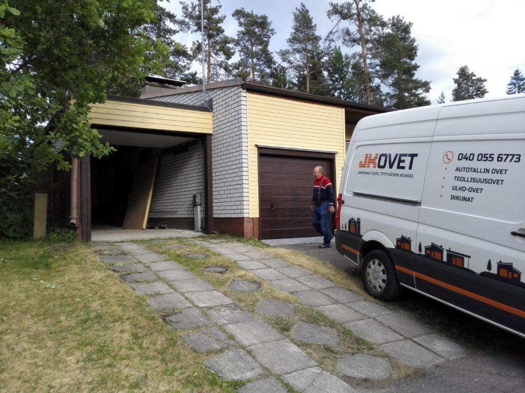 Asensimme taannoin Kuutin Kolon toimintaa pyörittävän asiakkaan talleihin avaimet käteen -periaatteella uudet ovet Kouvolassa.