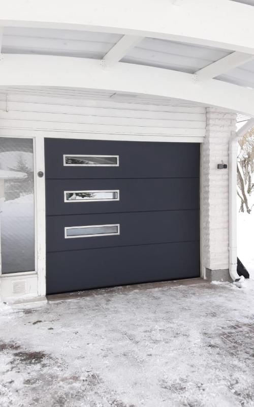 Autotallin nosto-ovi Inkeroisissa - Yhtenäinen - Harmaa RAL 7016