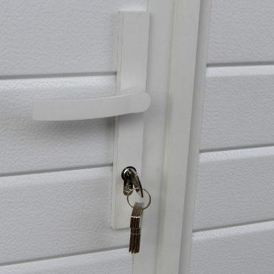 Käyntioven tehdaslukitus viidellä avaimella