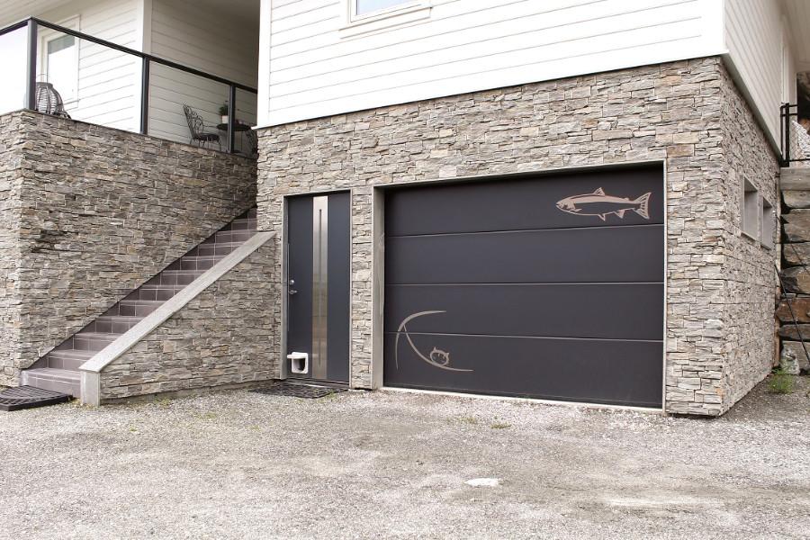 Nosto-ovi koristelistoilla - Harmaa RAL 7016