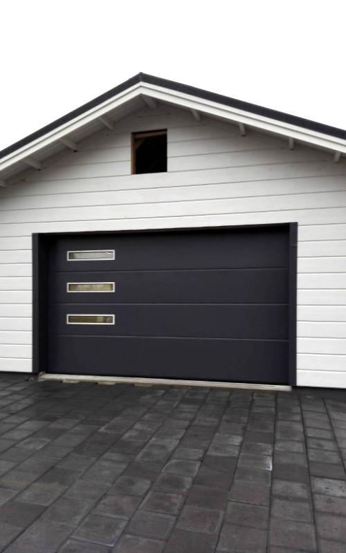 Uudisrakennuskohteen nosto-ovi Porvoossa - yhtenäinen - harmaa RAL 7016