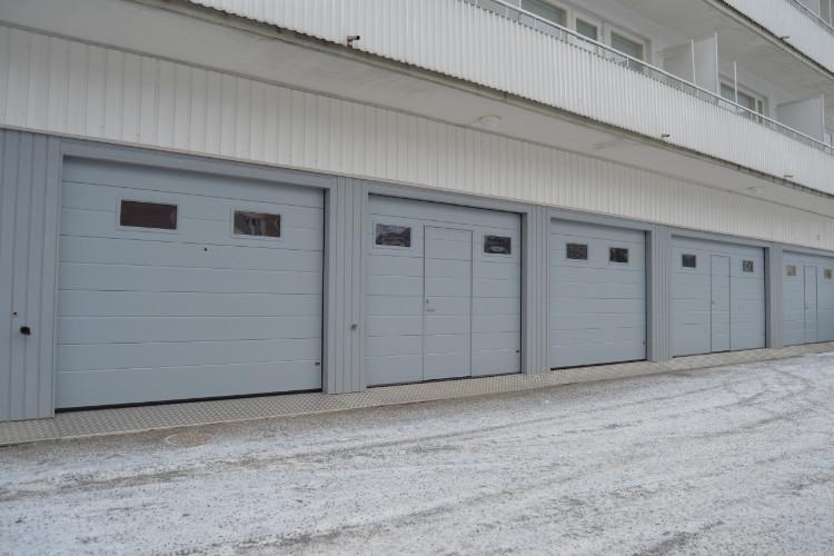 As Oy Sopenrinne Lahti - Autotallin ovien sekä julkisivupaneloinnin saneeraus.