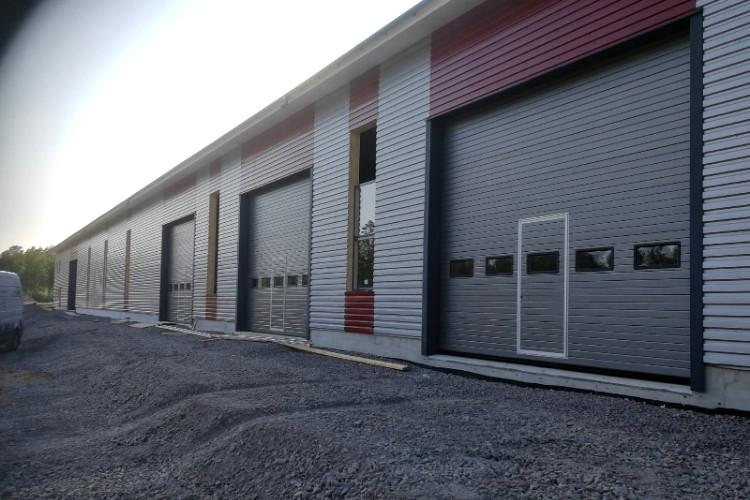 Teollisuusovet ikkunariveillä ja käyntiovilla - Loviisa