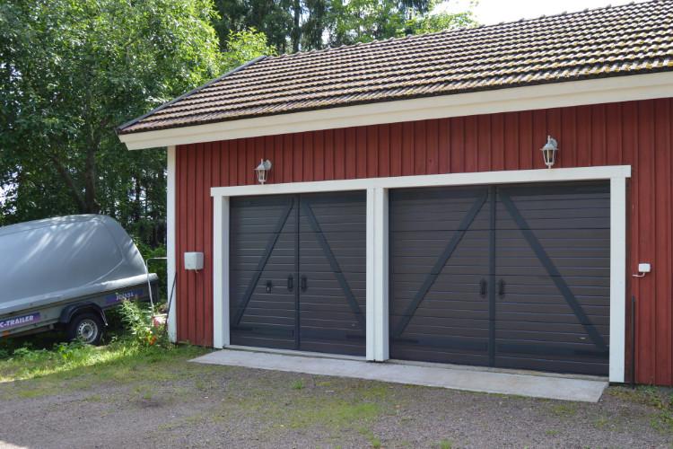 Autotallin nosto-ovet Retro Valkeala