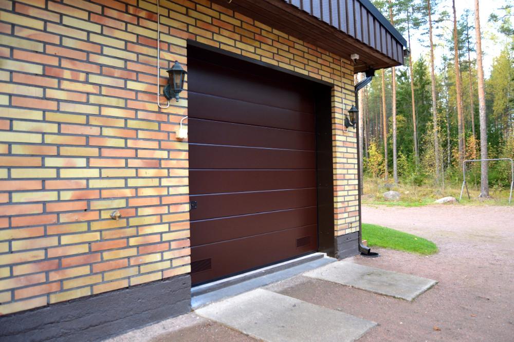 Nosto-ovi on autotallin ovien osalta teknisesti viimeistä huutoa. Se on energiatehokas, kevytkäyttöinen ja täysin automatisoitavissa. Nosto-ovet valmistetaan tehtaalla mittatilaustyönä oviaukkoon sopivaksi.