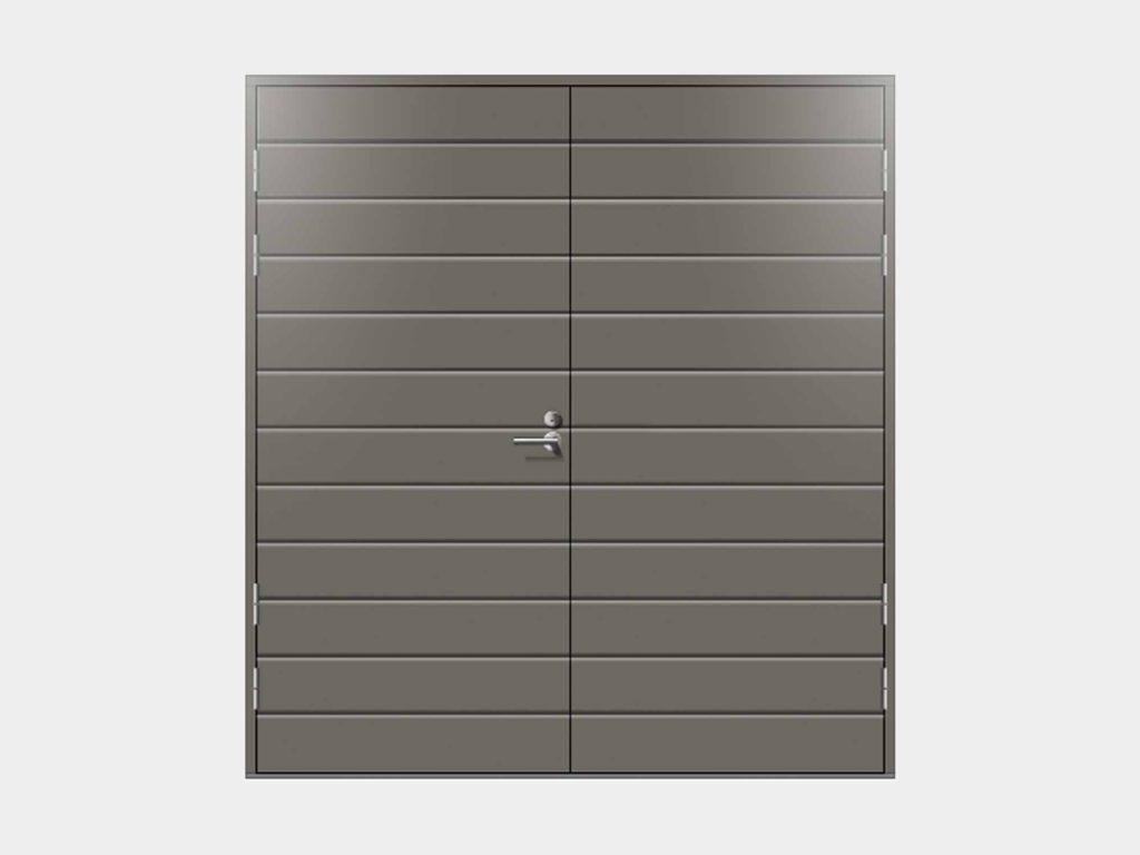 Talas autotallin ovet sopivat hyvin autotalleihin, harrastetiloihin, lämpimiin varastoihin, mönkijätalleihin ja muihin kohteisiin, joissa kaksiosainen käyntiovi on käytännössä tarpeen. Ostamalla talon muiden sisäänkäyntien kanssa samaa sarjaa olevat Talas autotallinovet tuet kotisi arkkitehtonista yhdenmukaisuutta ja harmoniaa. Autotallinovet toimitetaan ilman kynnyspuuta, ajatuksena, että ovi vastaa tilaan valetun lattian etureunaan. Toimituksessa tulee mukana Oskar Suomi pintapikasalpa, joka on helppo kohteessa paikanpäällä asentaa paikalleen.