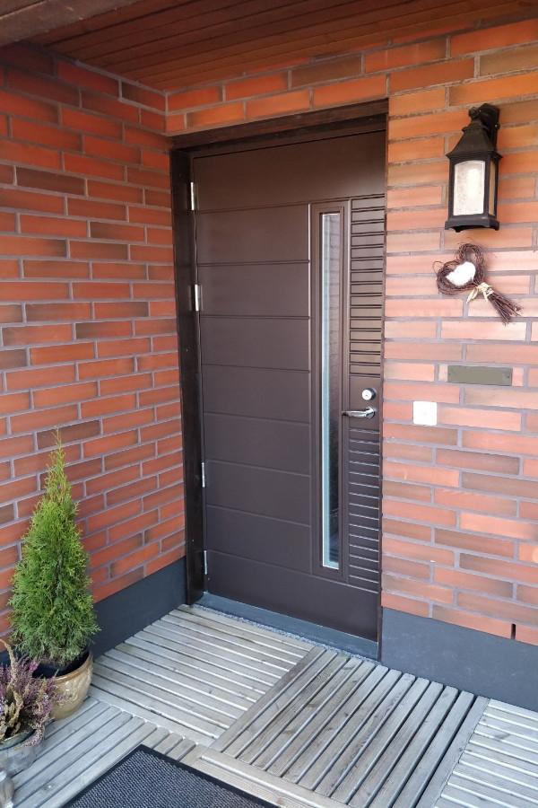 Ulko-ovi jälkeen JK-Ovien - Oviremontit avaimet käteen -palveluna
