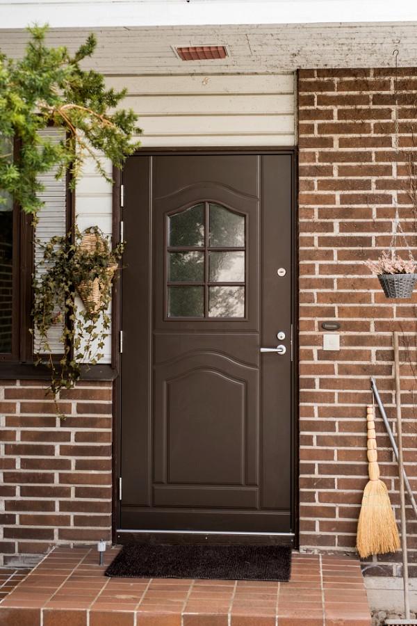 Ulko-ovi mittatilaustyönä - JK-Ovet - Oviremontit avaimet käteen palveluna