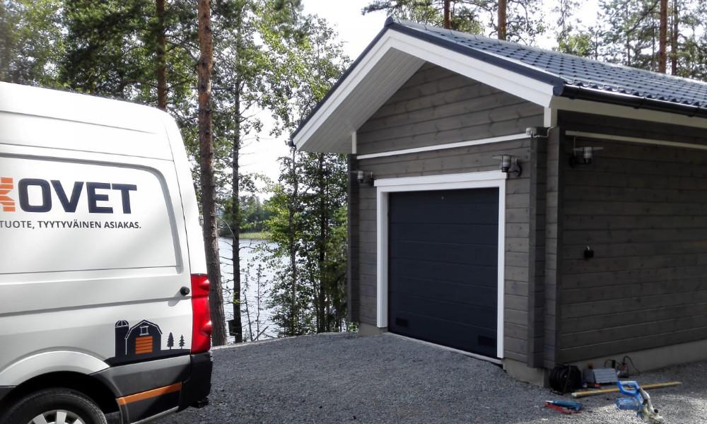 Autotallin oviremontti Iitti - Leve vaakaura RAL 7016 tummanharmaa